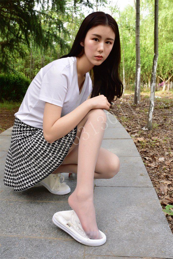 [大生模拍]No.057 敏敏-不穿鞋走在小道上[42P/174M]