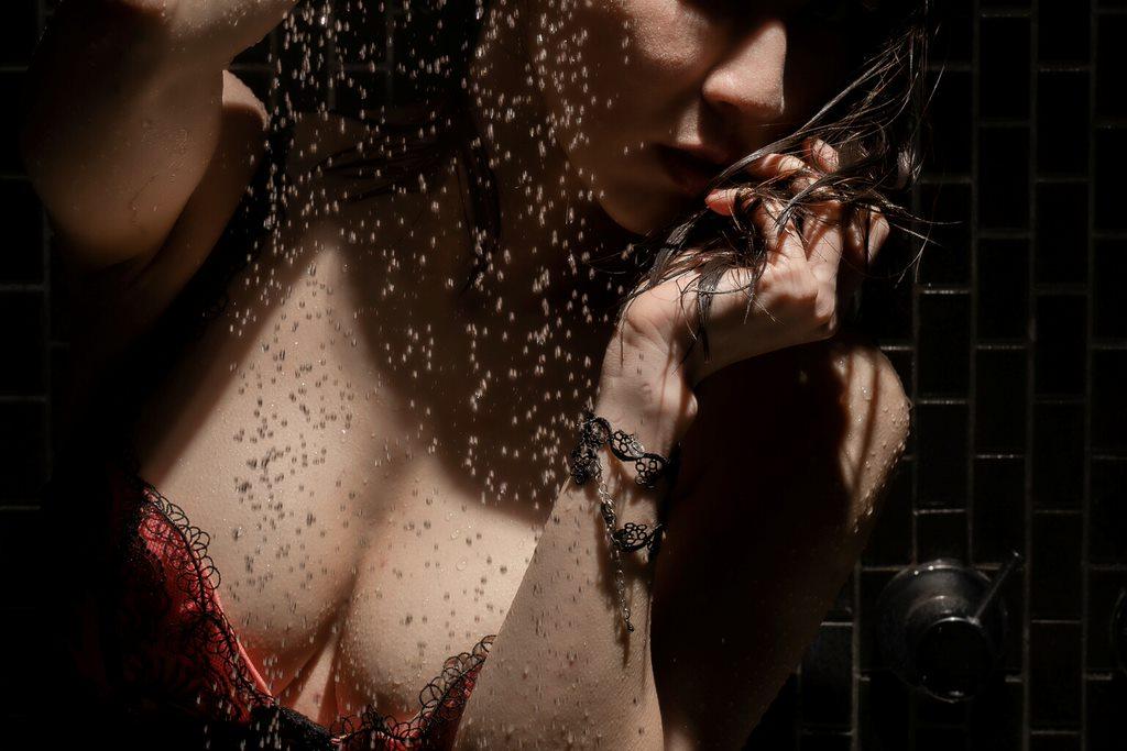 shower,illumiphoto,lowkey,taiwanphotographer,lightingdesign,underwear,